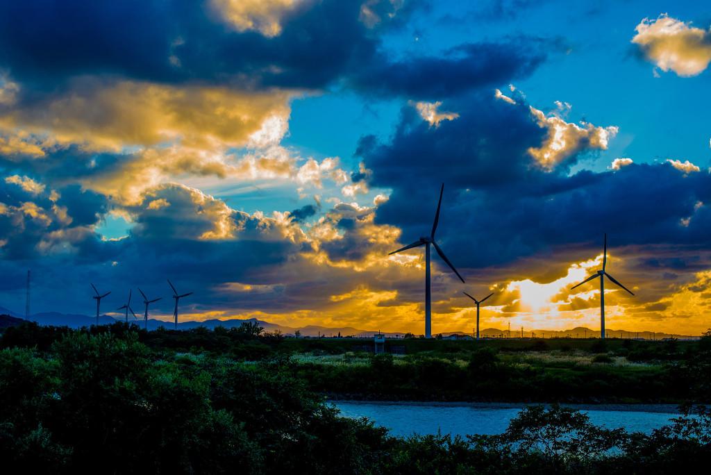 新潟県内にある風力発電機(AF-S 50mm f/1.8G作例)