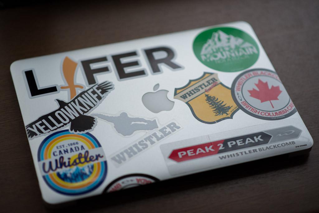 ステッカーの貼ったMacBookAir