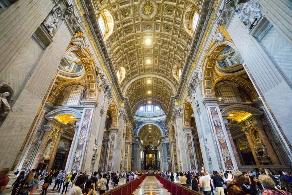 サン・ピエトロ大聖堂の内部