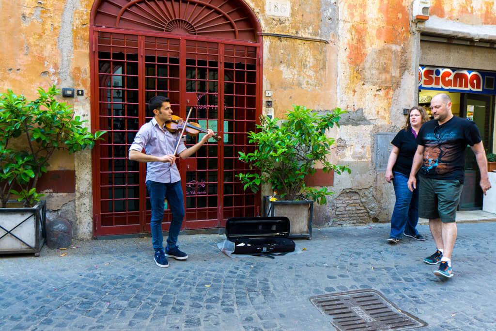 コロナーリ通りのバイオリン弾き