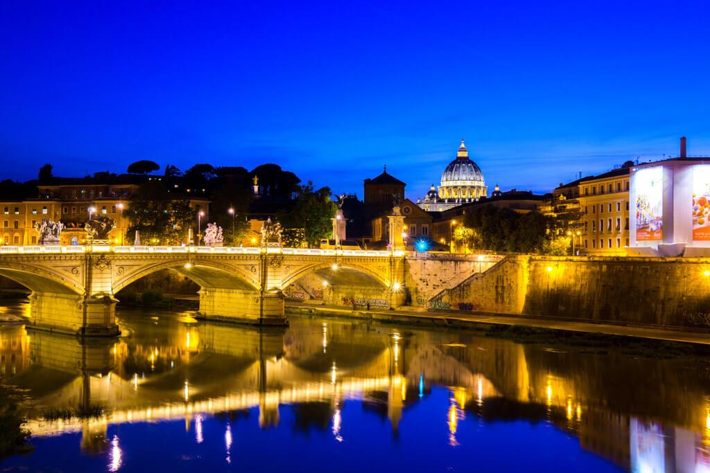 サン・ピエトロ大聖堂のライトアップ