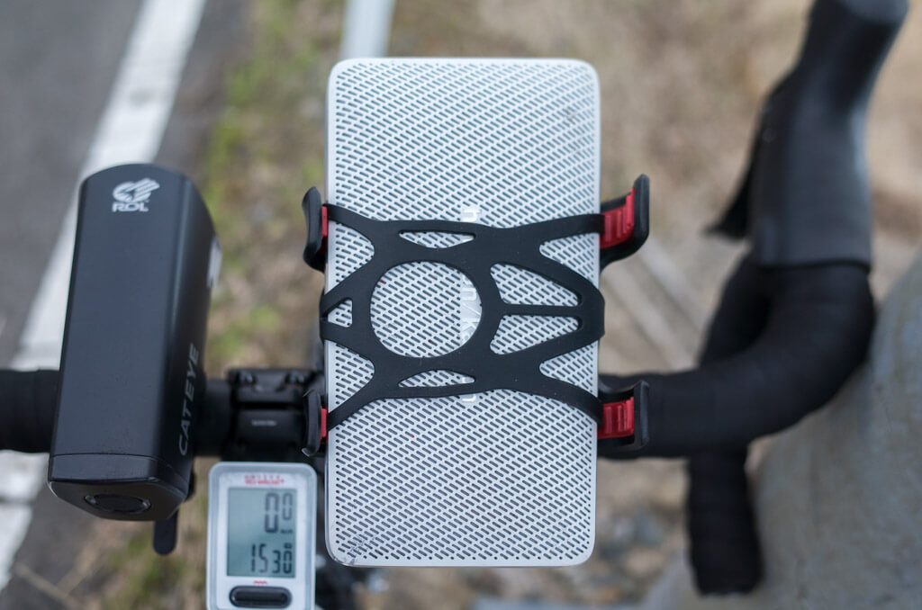 ロードバイクに小型スピーカーを設置
