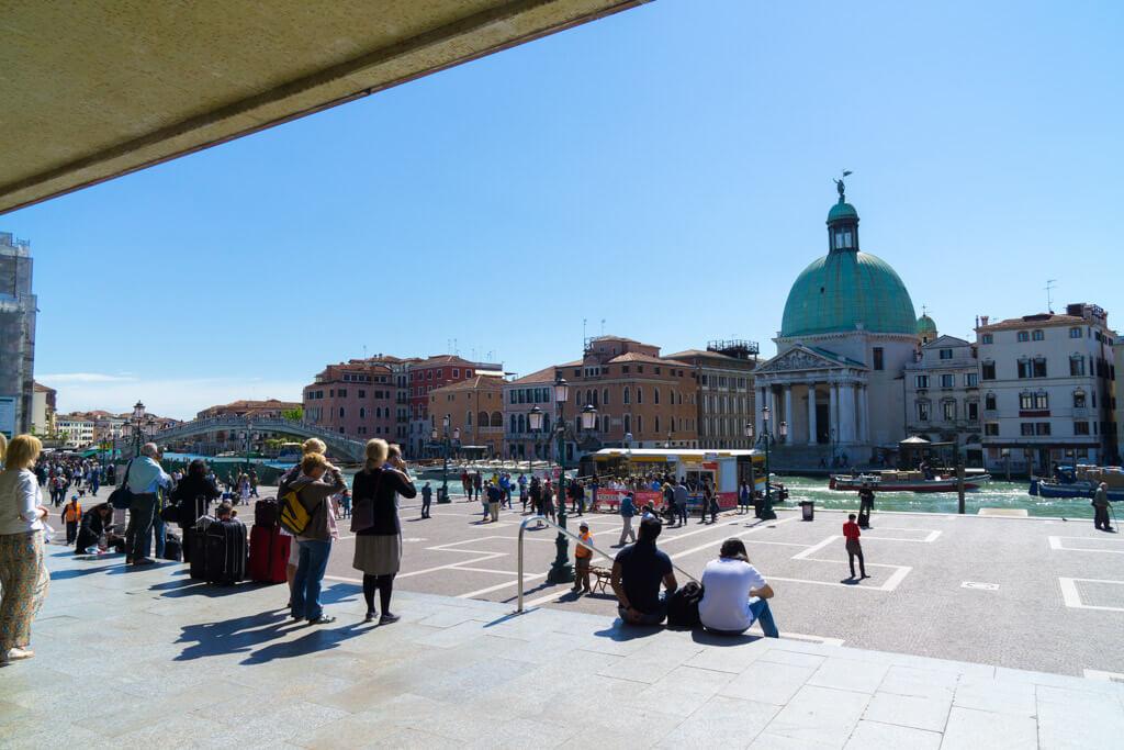 サンタルチア駅の駅前広場