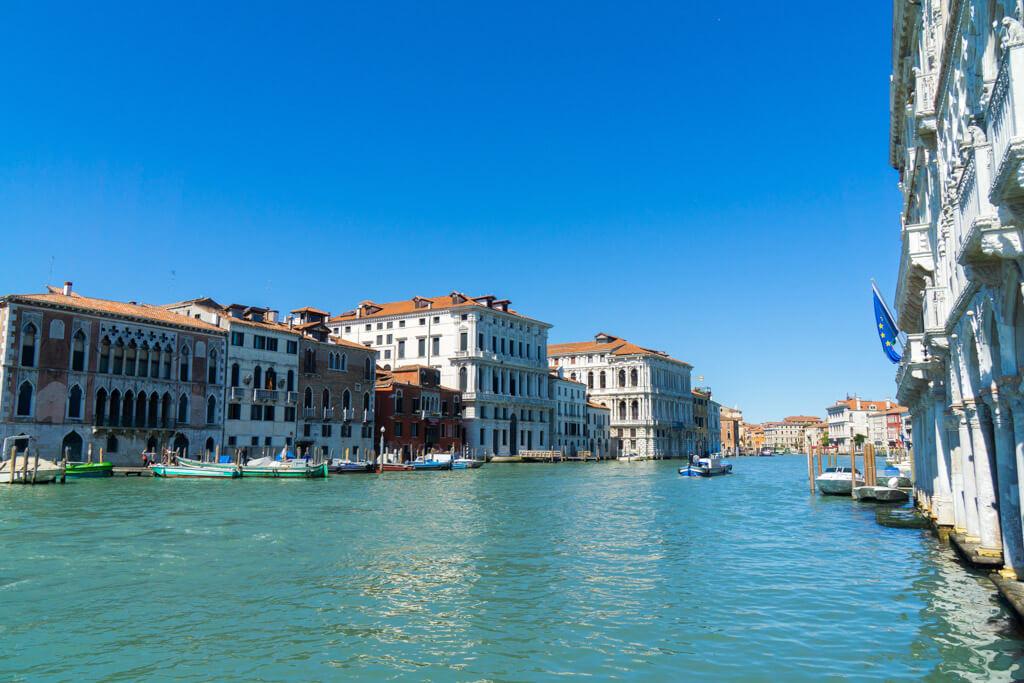 ヴェネチアの船からの眺め
