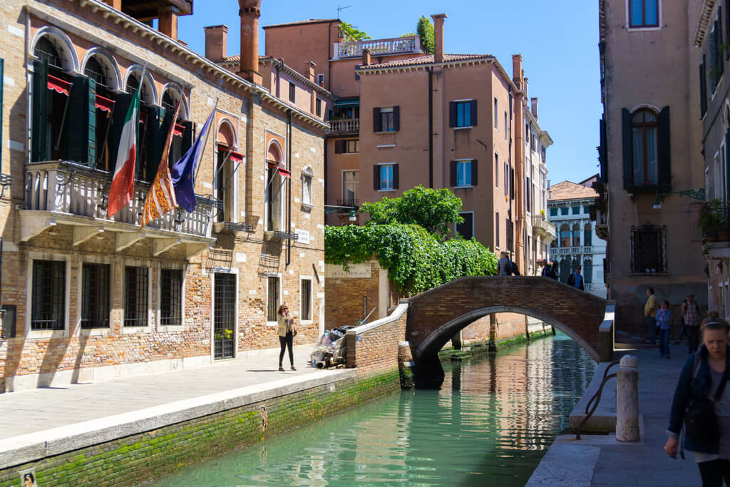 ヴェネチアの裏路地