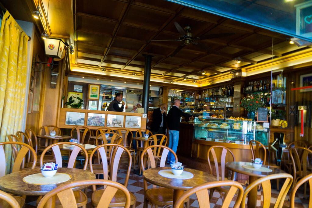 カ ドーロのカフェ