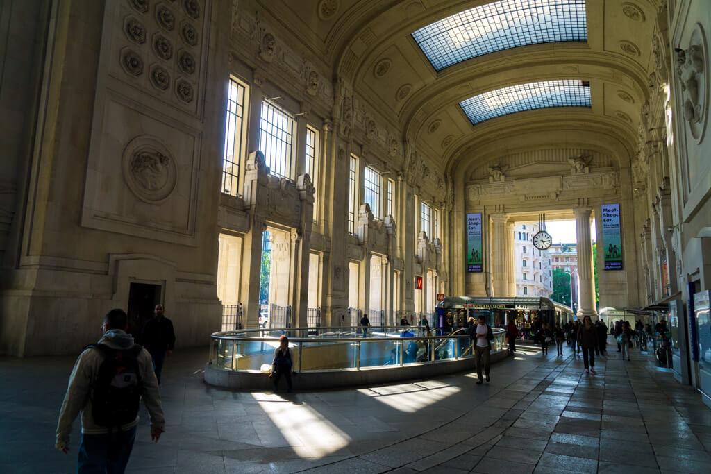 ミラノ中央駅の正面エントランス