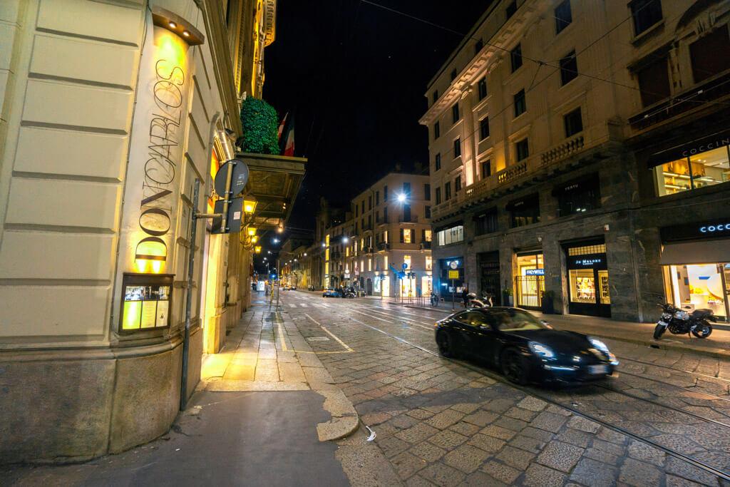 ミラノの夜の裏路地