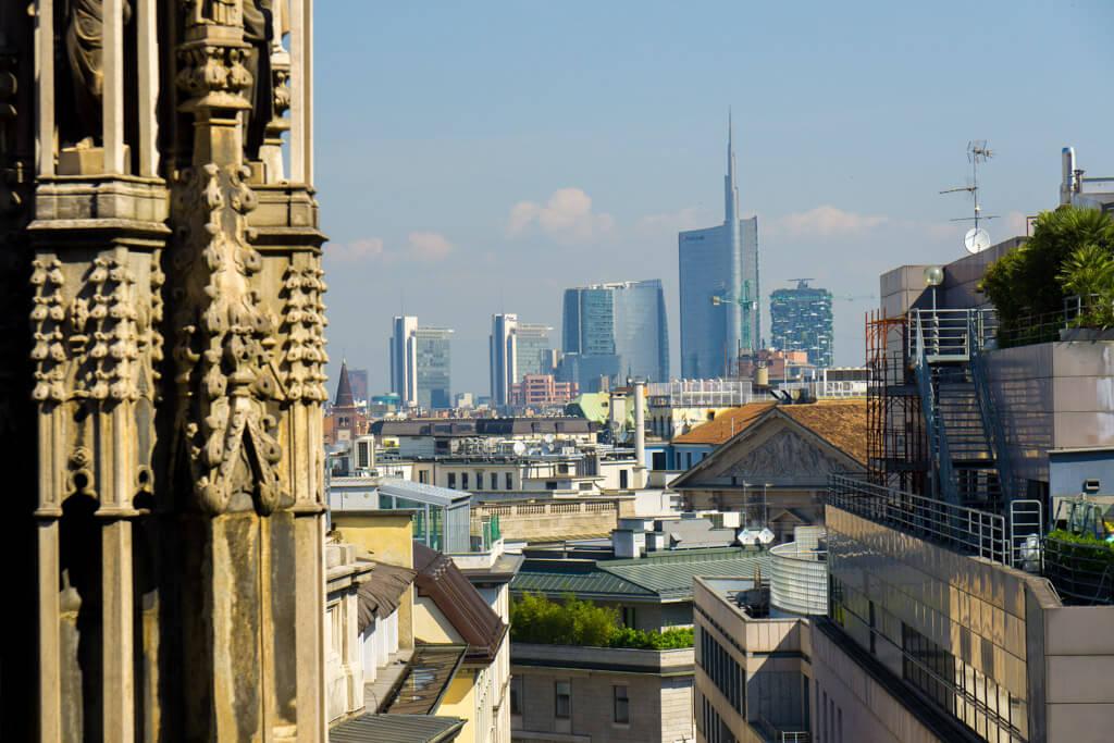 ドゥオーモ屋上から見るミラノの街並み