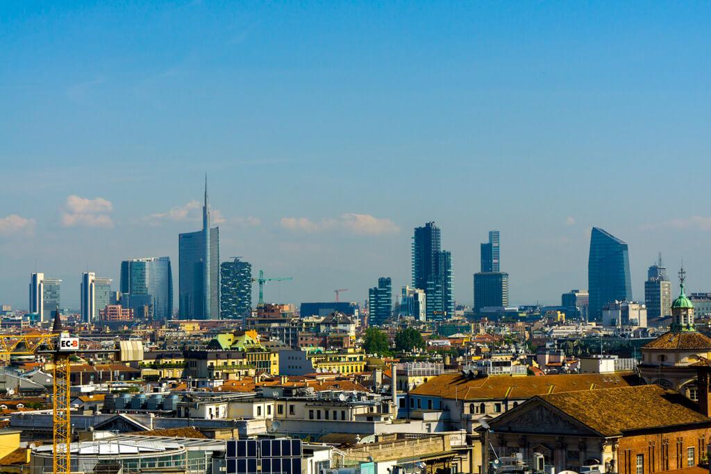 ミラノの街並み(近代的な高層ビル)