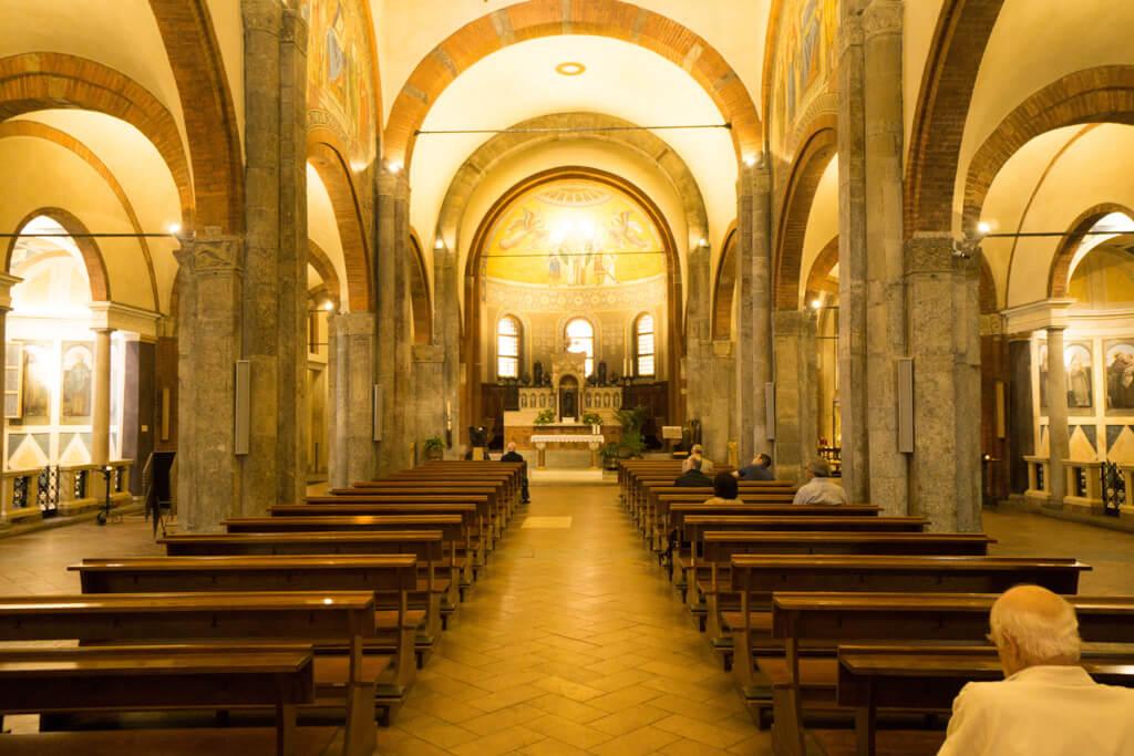 サンバビラ教会の聖堂