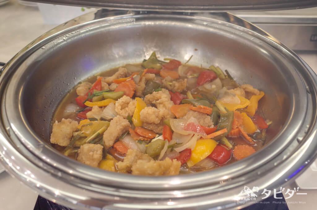 温かい食べ物(鶏肉の野菜炒め)