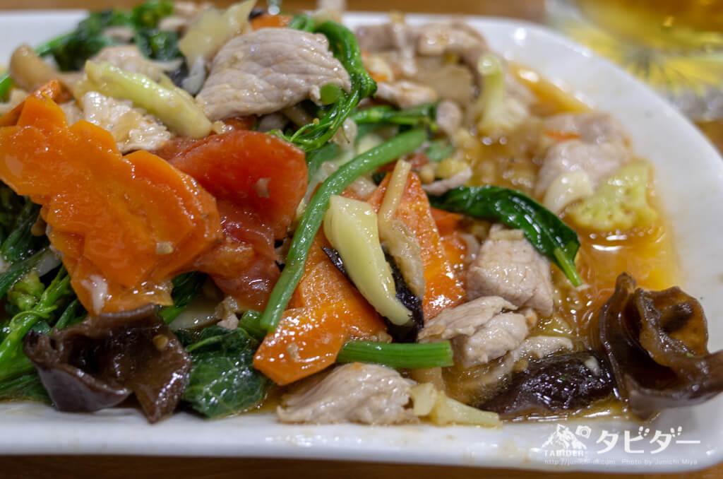 マンダレーの油たっぷり野菜炒め
