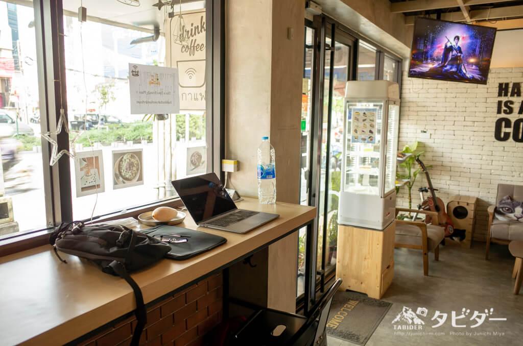 バンコクの猫カフェ併設のゲストハウス(カフェスペース)