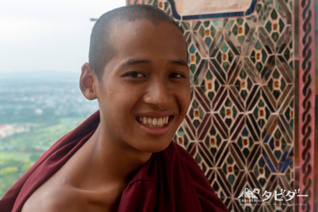 ミャンマーの見習い僧侶