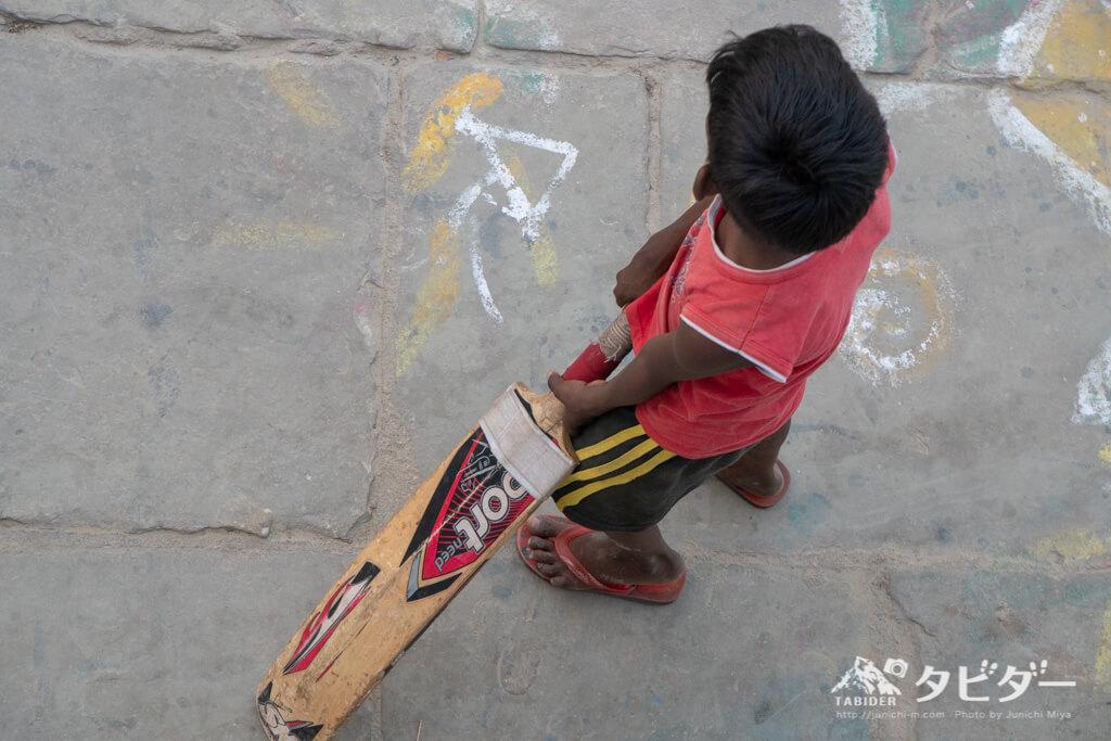 インドの街中どこでもクリケット