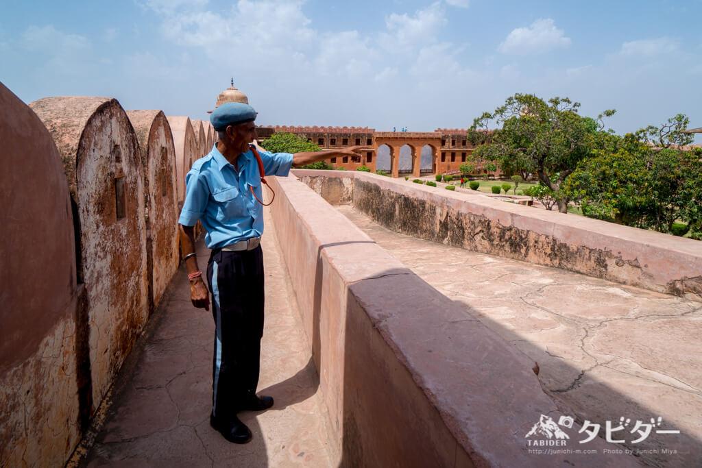 ジャイガル城のガイド