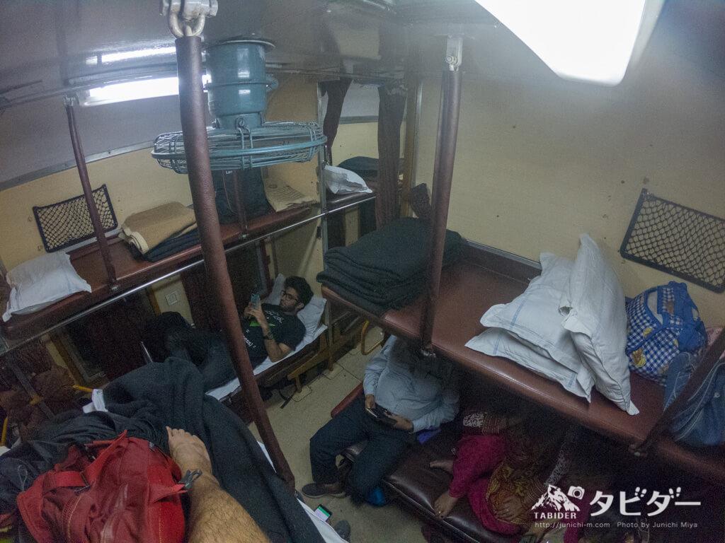インドの電車のベッド席(A2クラス)