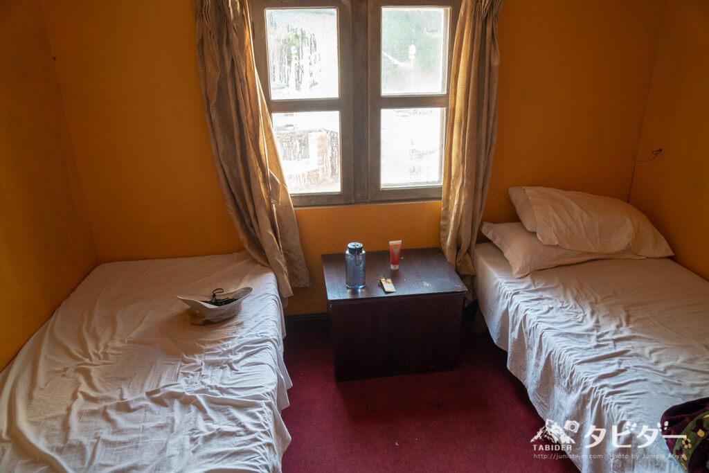 エベレストトレッキング中のロッジの寝室