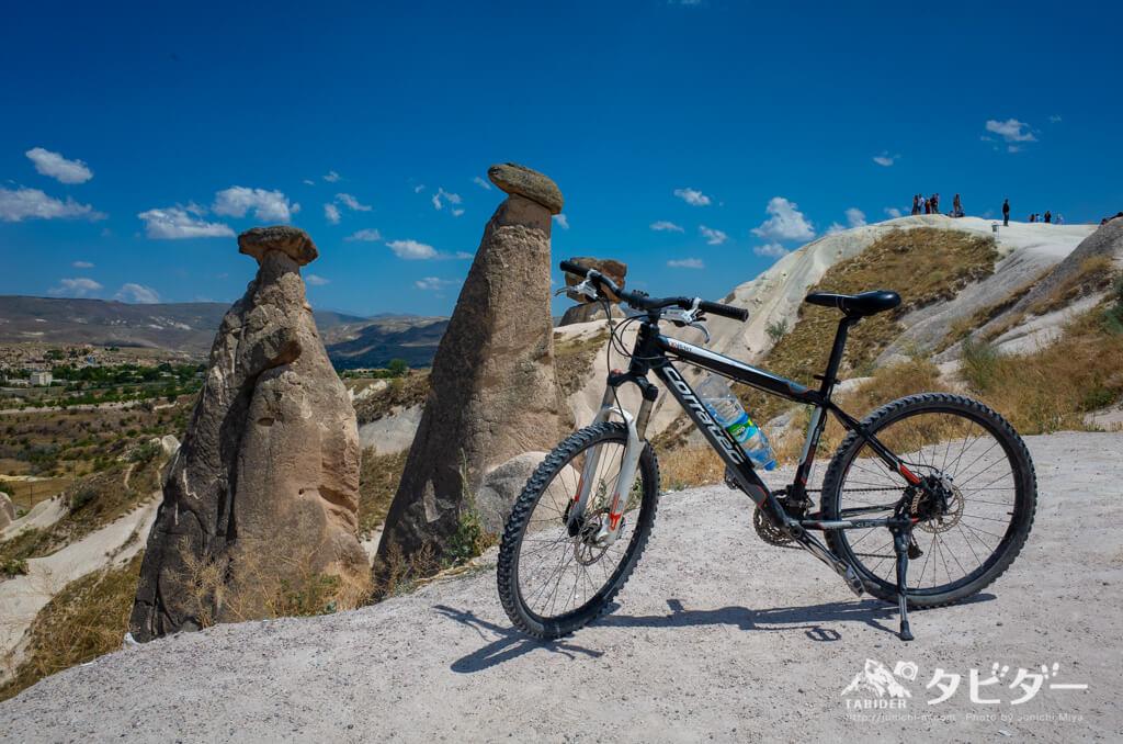 Twin Fairy Chimneysと自転車