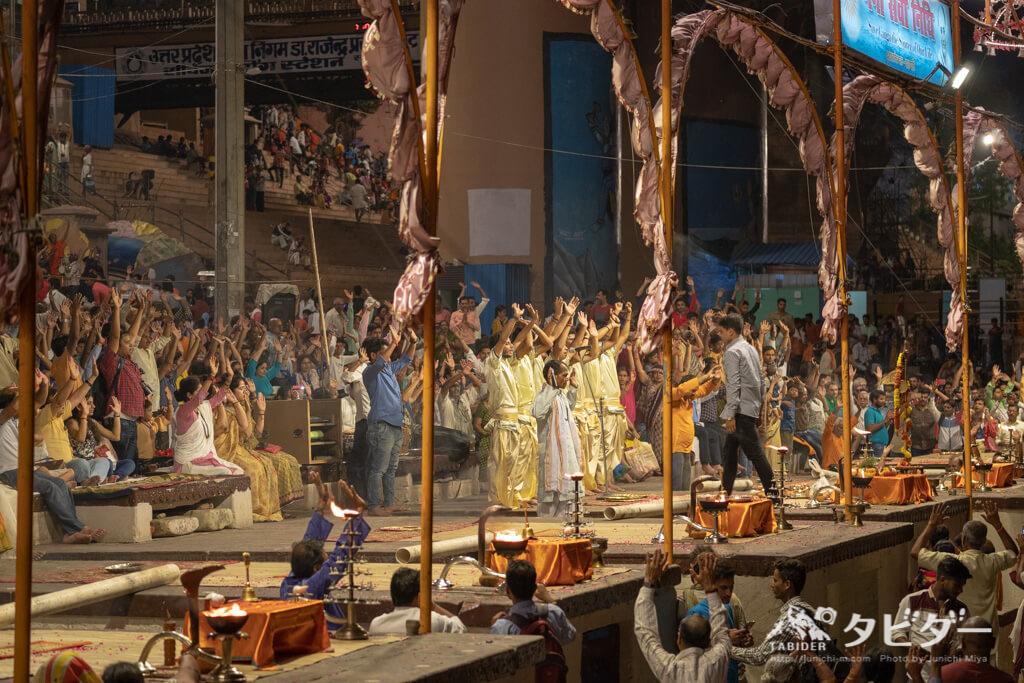 礼拝儀式「プージャ」