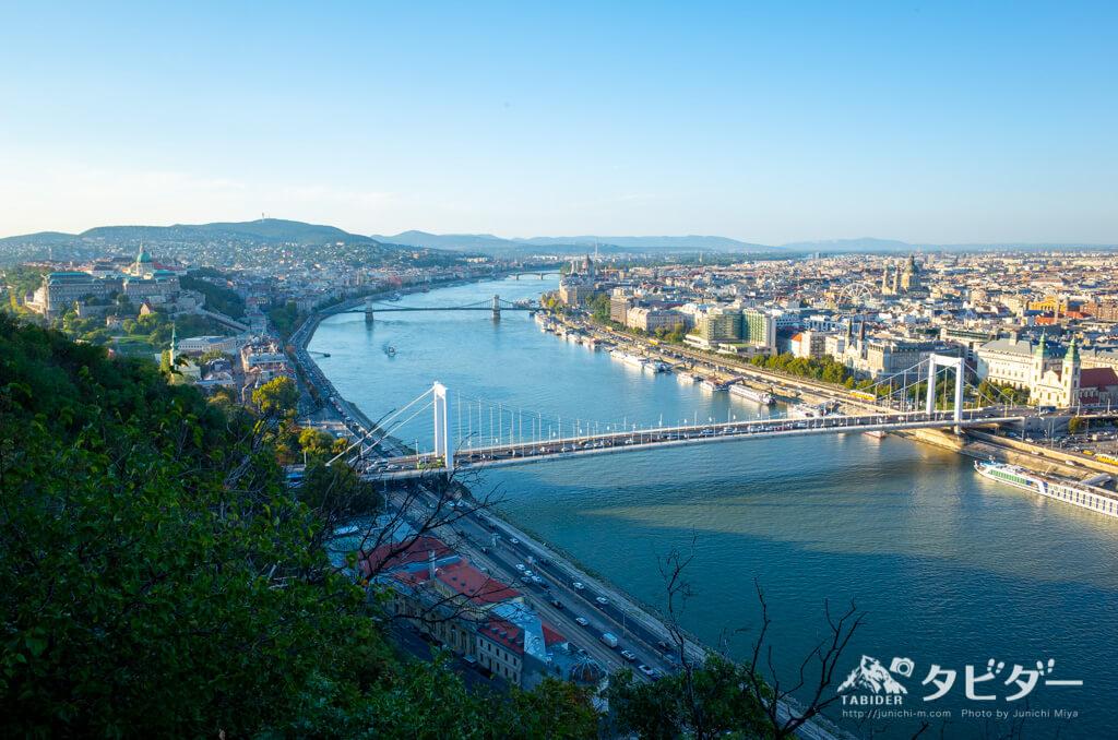 ゲッレールトの丘からのブダペスト市内を眺める