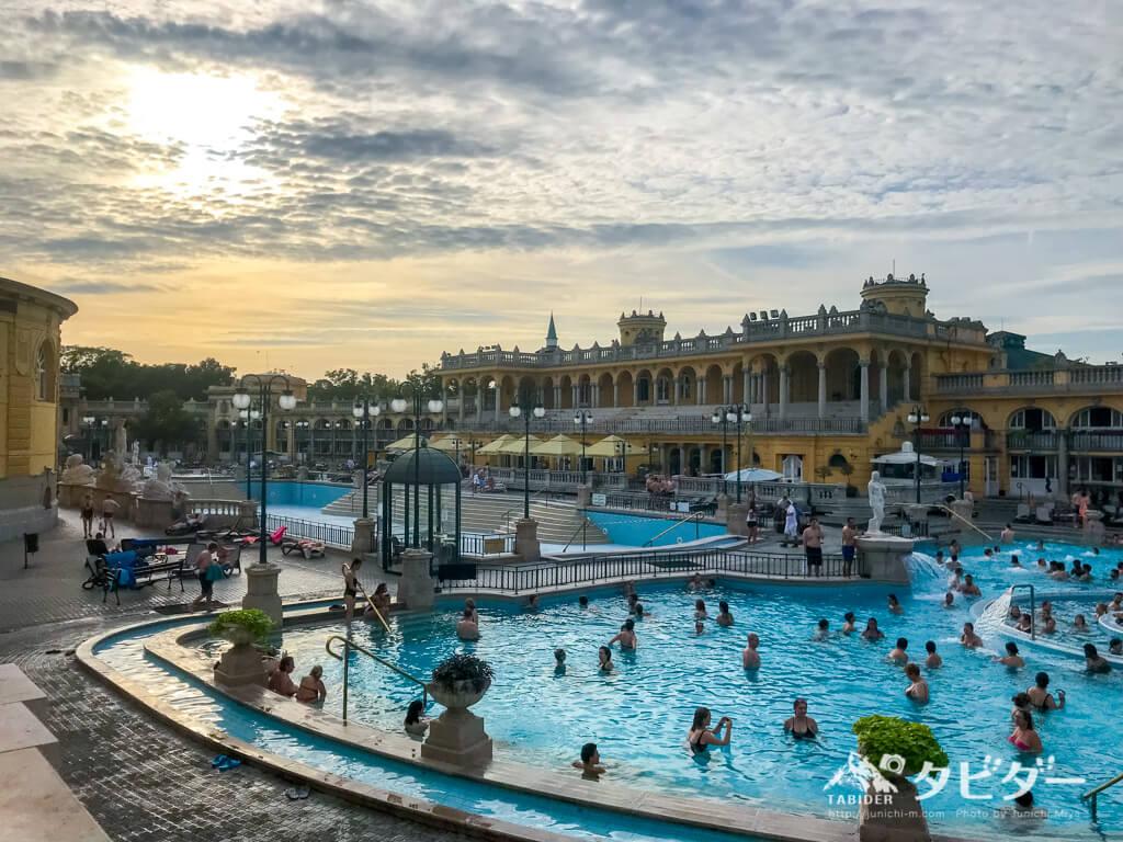 セーチェニ温泉の露天風呂