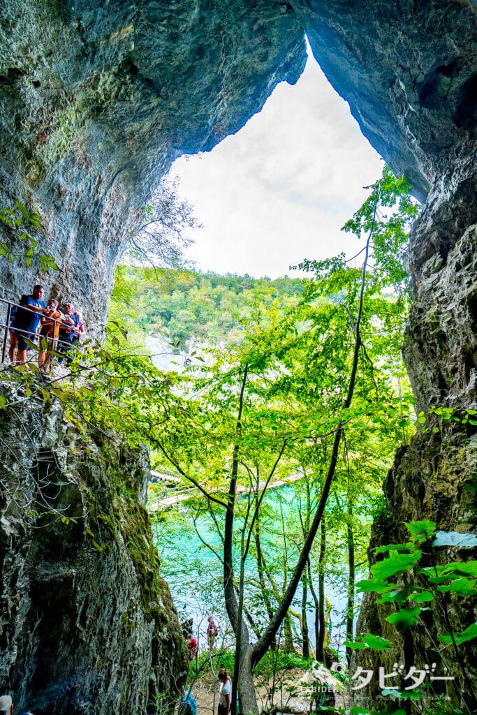 プリトヴィッツェ湖群国立公園の洞窟(Entrance1近く)
