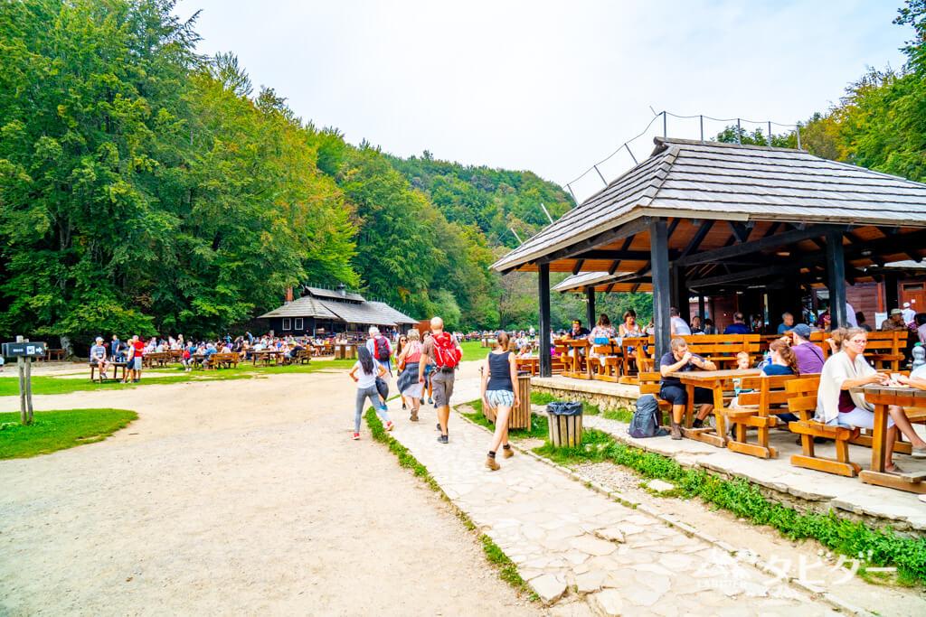 プリトヴィッツェ湖群国立公園のP3付近(休憩所)