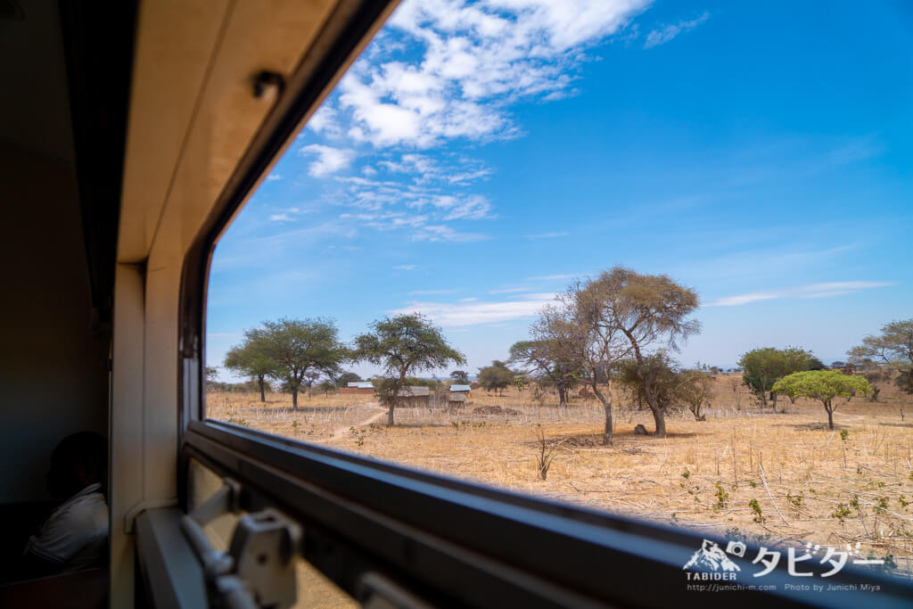 タンザン鉄道の車窓からの眺め