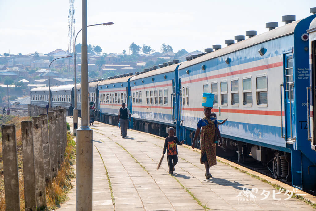 ザンビアとの国境近くの駅