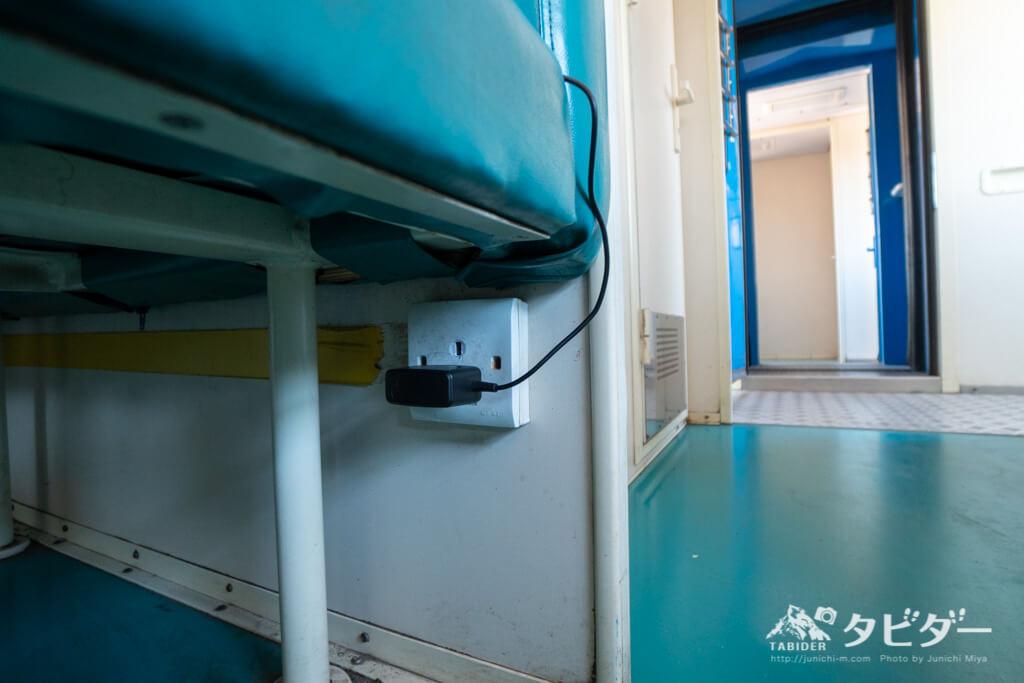 タンザン鉄道の食堂車の充電場所
