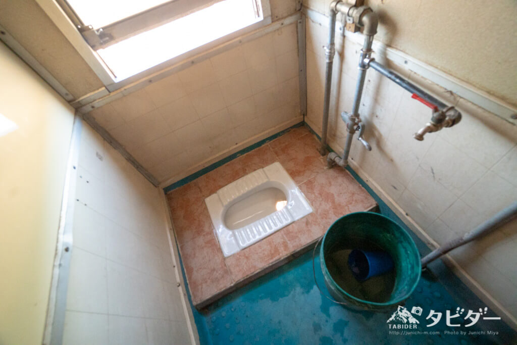 タンザン鉄道のトイレ(ファーストクラス)