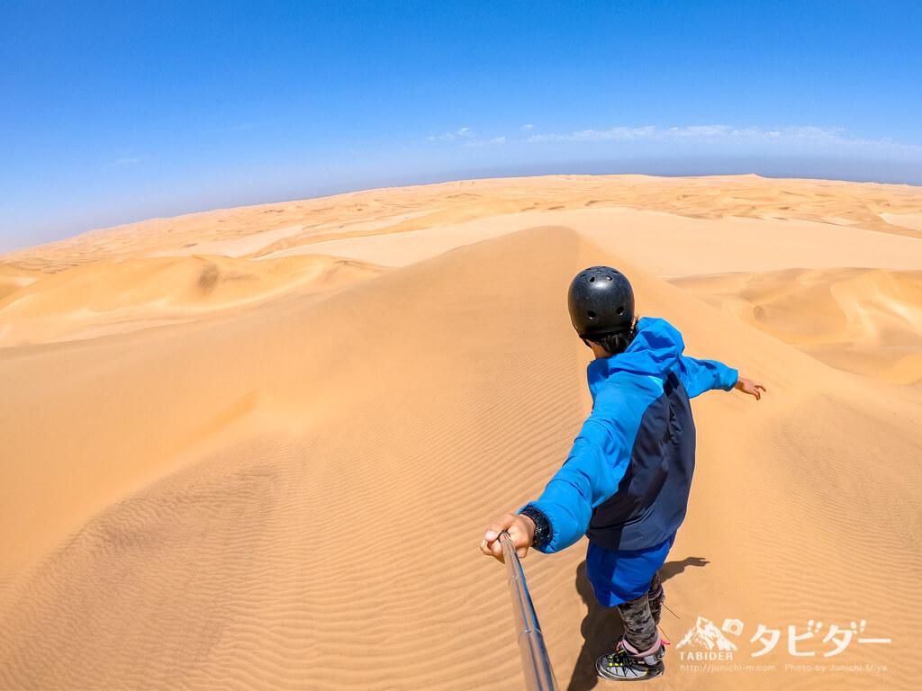 ナミブ砂漠でサンドボード