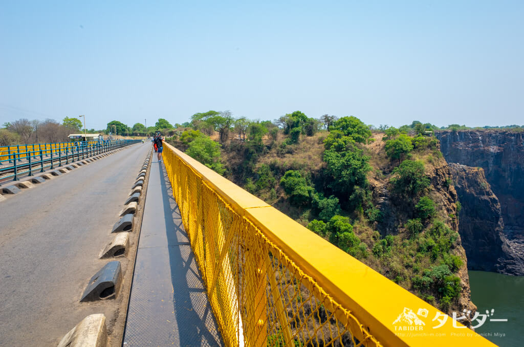 ジンバブエとザンビアの国境(ヴィクトリアフォールズ橋)