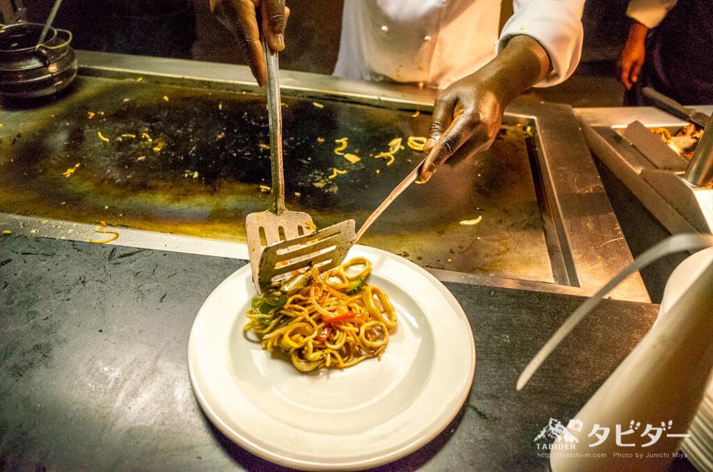 チョベサファリロッジのディナービュッフェ(鉄板料理)