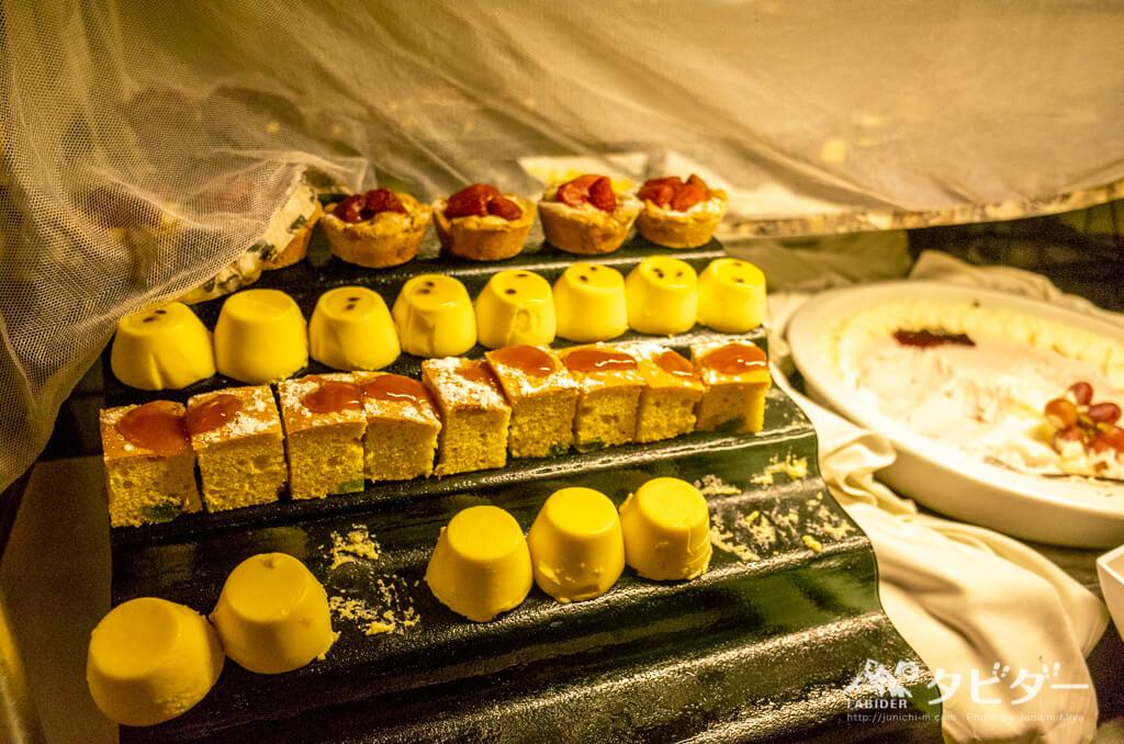 チョベサファリロッジのディナービュッフェ(デザートコーナー)