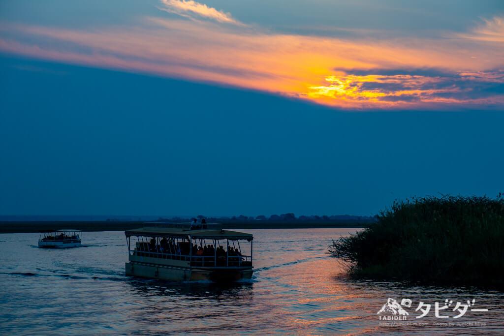 チョベ川に落ちる夕日