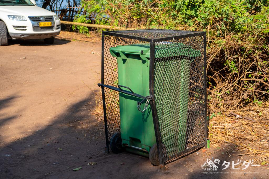 チョベサファリロッジのキャンプ場のゴミ箱