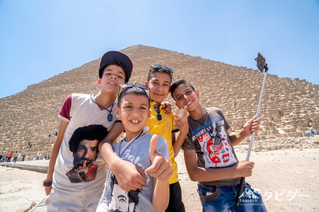 ピラミッドにいた子供たち