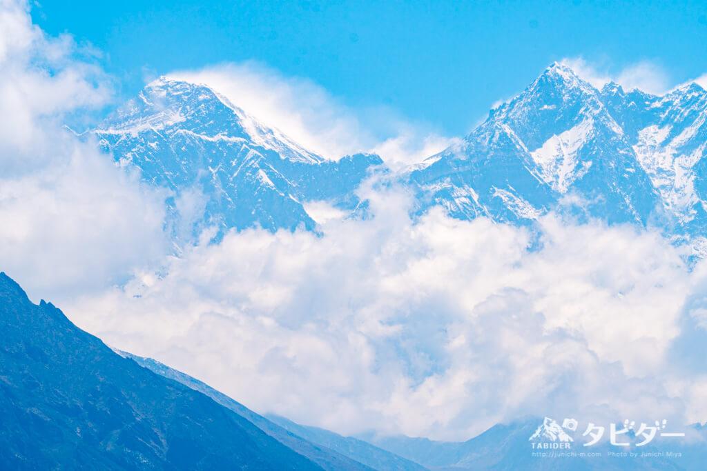左:エベレスト(標高8,848 m)・右:ローツェ(標高8,516m※世界4位)