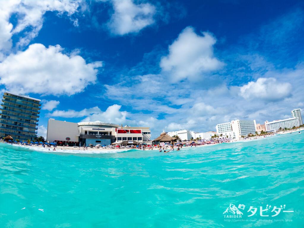 メキシコ・カンクンの青い海