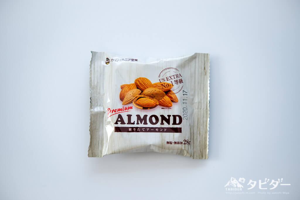 素焼きアーモンドのパッケージ表面