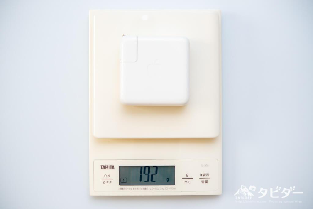 純正充電器(MBP13インチ)の計測重量は192g