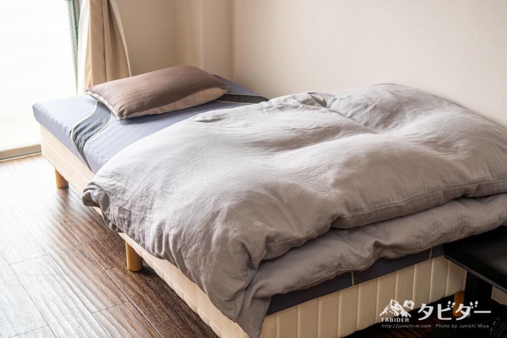寝室(ベッドの上に西川エアー01&羽毛布団をレイアウト)